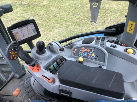 New Holland T7030 Auto Command