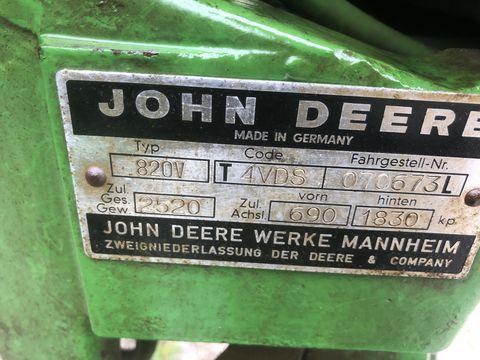 John Deere 820