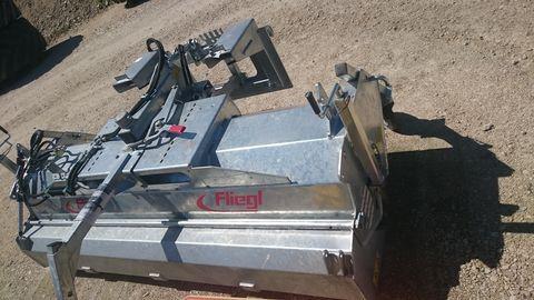 Fliegl 2.300 Kehrmaschine Euro und Stapleraufnahme
