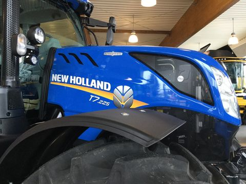 New Holland T7.225 Auto Command SideWinder II (Stage V)
