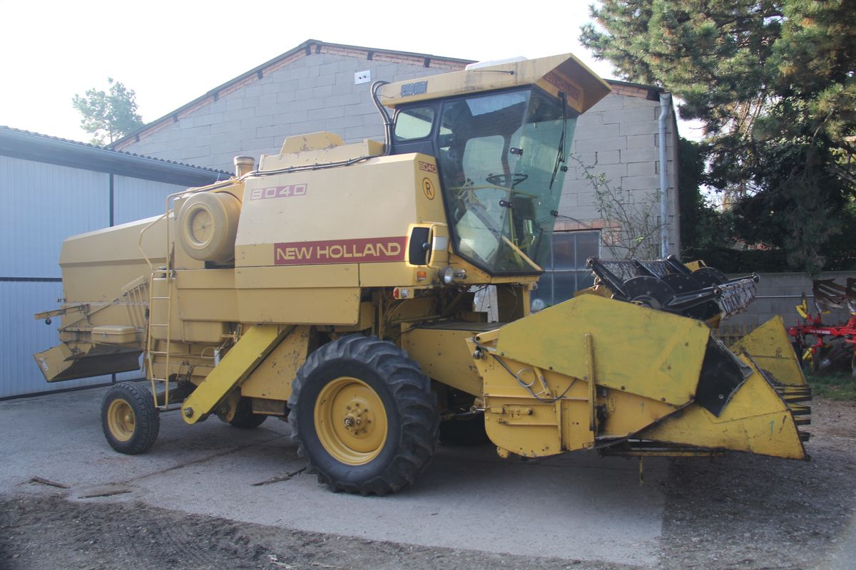 New Holland 8040