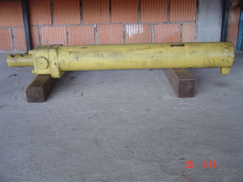 A. Moser ca. 200 neue und gebrauchte Zylinder