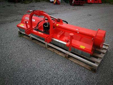 Maschio Brava 250 mit hydraulischen Seitenverschub