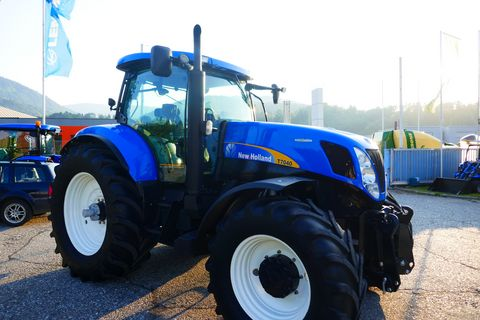 New Holland T7040 Auto Command