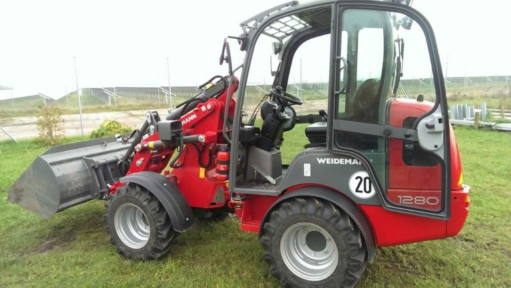 Steyr 8055 A (FS) - Allrad - huggology.com