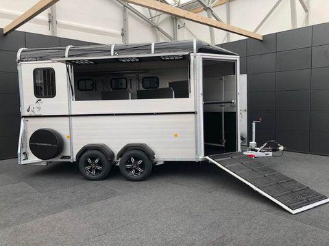 Böckmann Pferdeanhänger Traveller G3 für 3 Pferde Premium