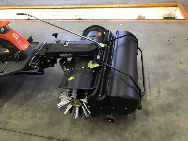 Berühmt Husqvarna Kehrmaschine mit Auffangbehälter - Mühlbacher Maschinen &RD_27