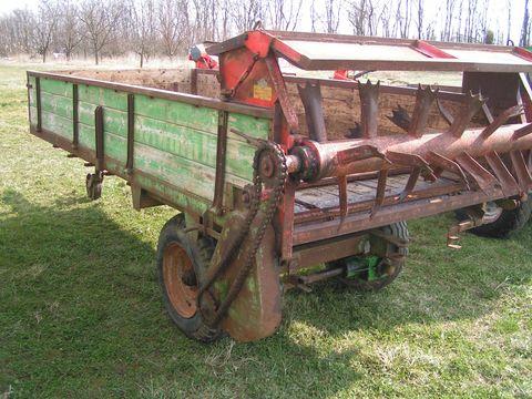 Kirchner 3 tonnás trágyaszóró