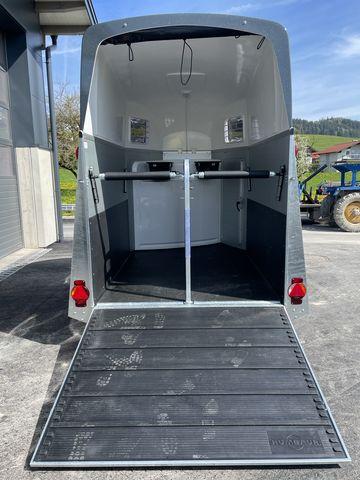 Humbaur Pferdeanhänger Xanthos AERO 2400kg