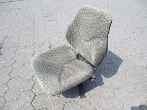 Cobo Schleppersitz mit Federung
