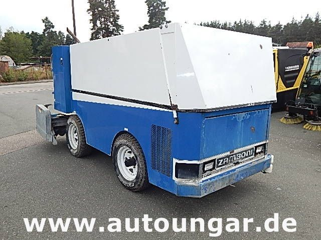 sonstige zamboni 440 ice resurfacer eisbearbeitung auto ungar. Black Bedroom Furniture Sets. Home Design Ideas