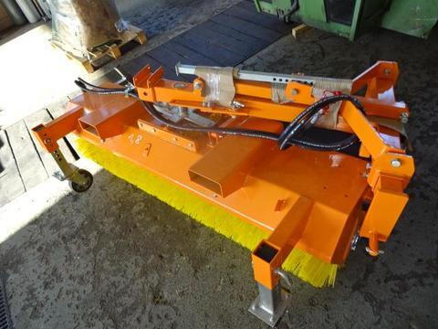S V D- Kehrmaschine 1,8 Meter 1,8 Meter Kehrmaschine mit Hydraulischer Entleer