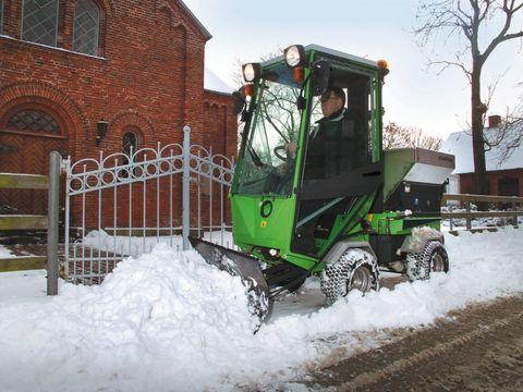 Egholm Parkranger 2150 mit Winterdienststreuer