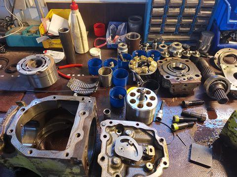 Sonstige Reparatur Mähdrescher Fahrantrieb Hydro