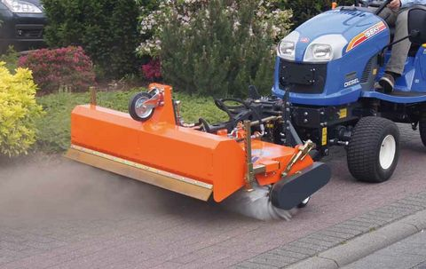 Tuchel SIMPLEX KEHRMASCHINE Traktor Kubota Iseki