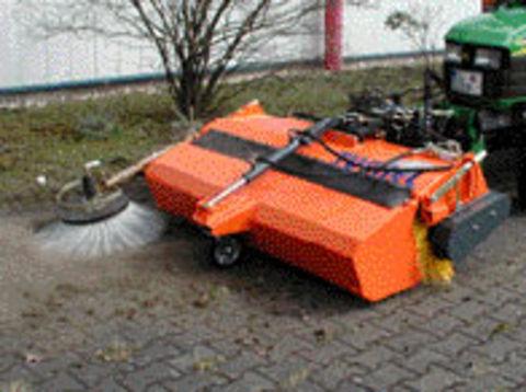 tuchel kompakt 520 kehrmaschine traktor kubota holder 3 st tzrad polypropylenb rste. Black Bedroom Furniture Sets. Home Design Ideas