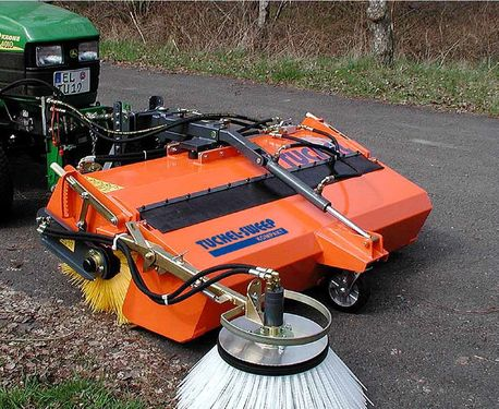 Tuchel KOMPAKT 520 Kehrmaschine Traktor Kubota Holder