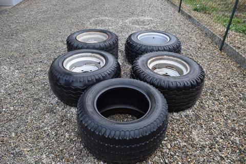 Verschiedene 4 Kompletträder mit Reifen 15.0/55-17 auf 6-Loch
