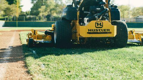 """Hustler Super 104"""" RD Zero-Turn Aufsitzmäher"""