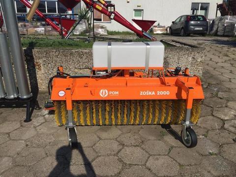 Sonstige Kehrmaschine / Tractor sweeper/Подметально-уборо
