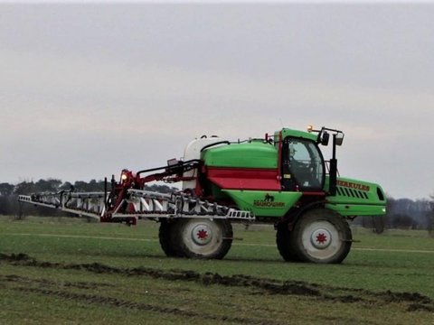 MD Landmaschinen KR Selbstfahrende Feldspritze ALU