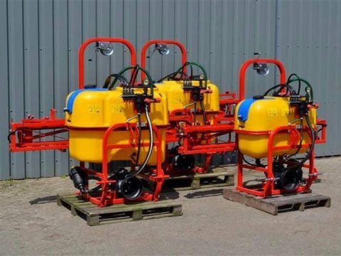 MD Landmaschinen JM  Pflanzenschutzspritzen 300L,400L ,600 L