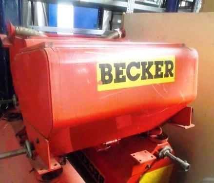 Becker 4x Düngertank mit je zwei Ausläufen