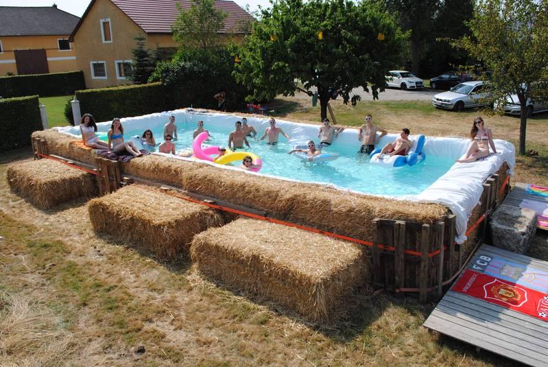Pool Bauer bauernhof pool fotowettbewerb landwirtschaft im sommer