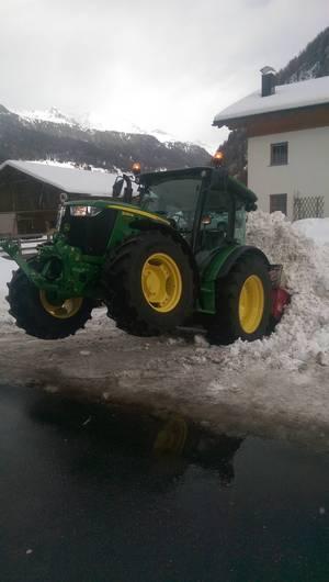 John Deere im Schnee