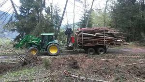 Holztransport mit John Deere