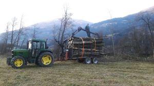 John Deere bei Holztransport