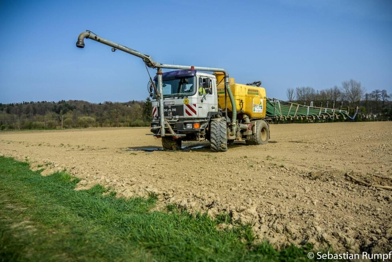 Lieblings MAN Agrar LKW beim Gülle ausbringen - Frühlingserwachen in der @HD_15