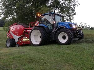 New Holland und Lely