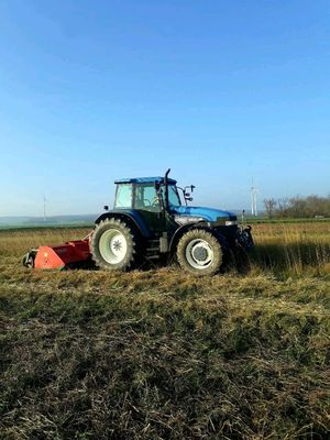 New Holland 8560 mit Vogel&Noot Mulcher