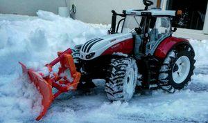 Steyr Terrus am Schnee schieben