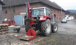 Steyr 8090 Holzspalten