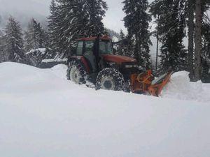 NewHolland beim Schneeräumen