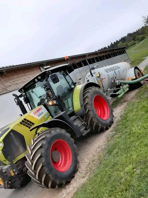 Claas Arion 650 mit Joskin