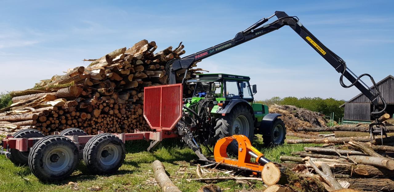 Deutz DX 6.10 mit Woodcracker und Farmi Rückewagen
