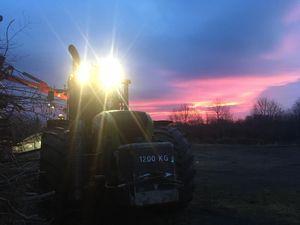 Claas Xerion im Sonnenuntergang