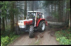 Steyr 8075 im Einsatz
