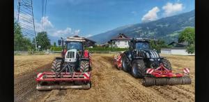 2 Steyr 6240 Bei der Feldarbeit in Osttirol