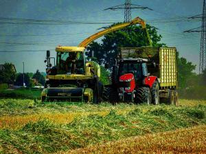 AfR (Agrarfotografie Reusrath) - Gras Ernte 1. Schnitt