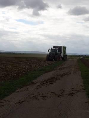 Fendt 936 mit Claas Cargos 3-Achs Karre
