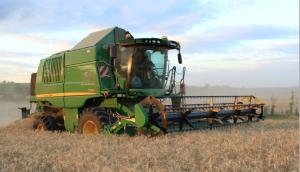 John Deere T550i bei der Weizenernte