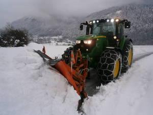 John Deere 6150R  im Winterdienst